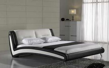 Двуспальные кровати из массива сосны, недорогие кровати из дерева. Недорогая деревянная дачная мебель из сосны.
